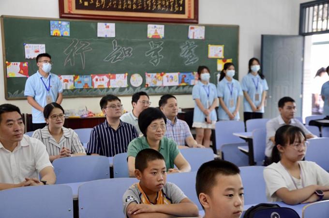 """李丹云赴铜陵看望慰问暑期""""三下乡""""社会实践团队"""