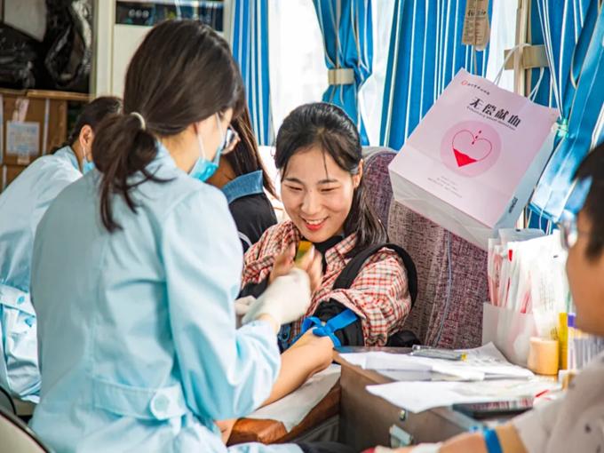 滁州学院学子用热血诠释青春担当,向祖国72周岁华诞献礼3.png